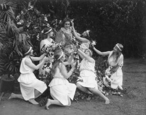 Retro black and white photo of Robin Hood exhorting his merry maids not to sell GameStop.
